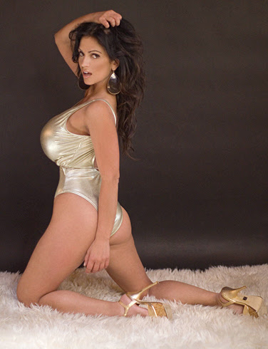 Denise Milani Picture 9