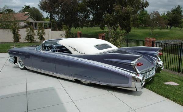 Elvis' Cadillac auctioned