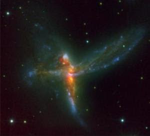 Choque de tres galaxias