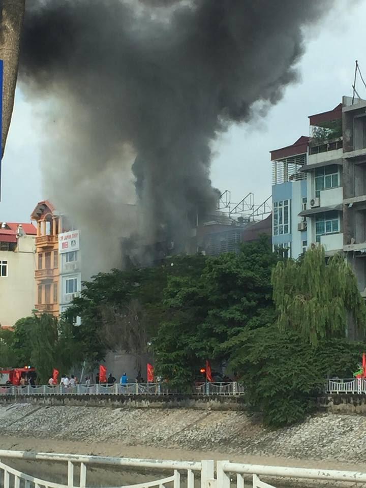 cháy lớn, cháy quán karaoke