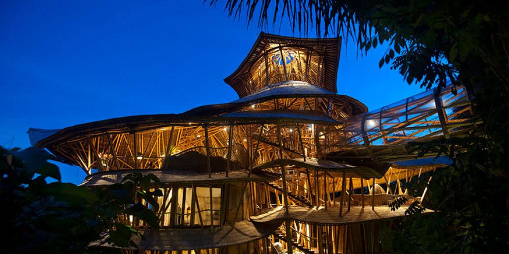 Deixou uma carreira bem sucedida para construir casas sustentáveis de bambú em Bali 09