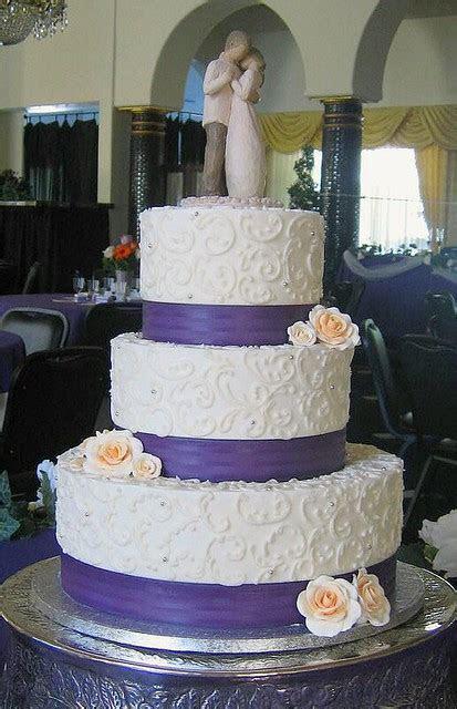 Ivory Wedding cake   This three tiered stacked wedding