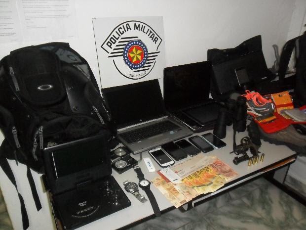 Polícia recuperou objetos roubados em assalto (Foto: Divulgação / Polícia Militar)