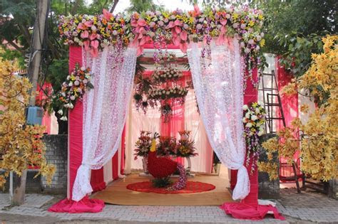 Radiant Flower And Theme Decorator