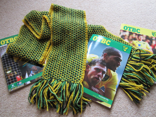 Canaries scarf (2)