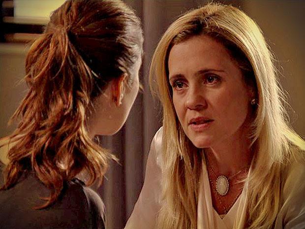 Carminha pressiona Débora para ser sua aliada contra Rita (Foto: Avenida Brasil/ TV Globo)