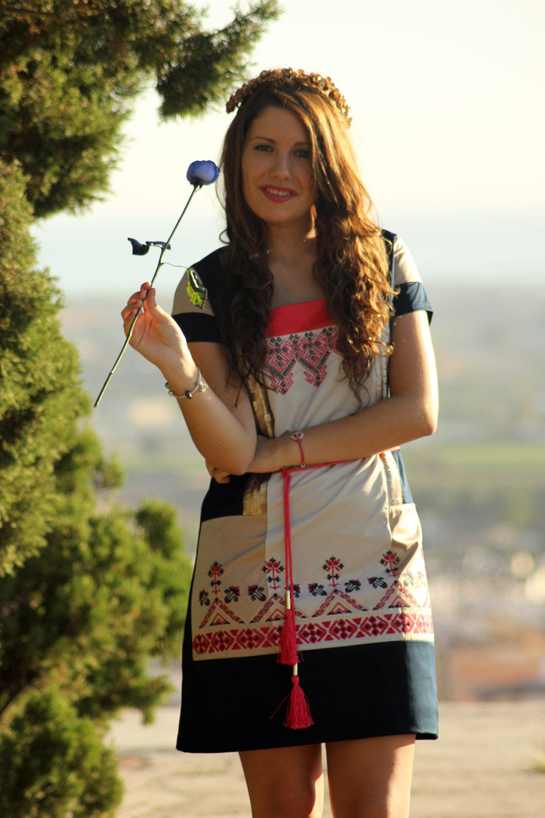 Rosalita-Mc-Gee-vestido-azul-y-rosa-heelsandroses-(4)