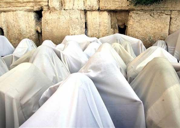 Judeus 'sacerdotes' fazem ritual no Muro das Lamentações