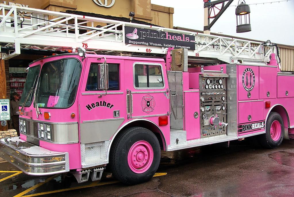 Pink Heals Fire Truck - Parada del Sol - Scottsdale