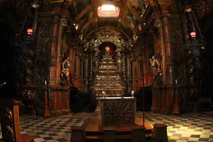 A Igreja Nossa Senhora de Montserrat no Mosteiro de São Bento