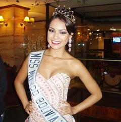 Mariana Garcia, Miss Mundo Bolivia 2012, sonriendo y con su corona