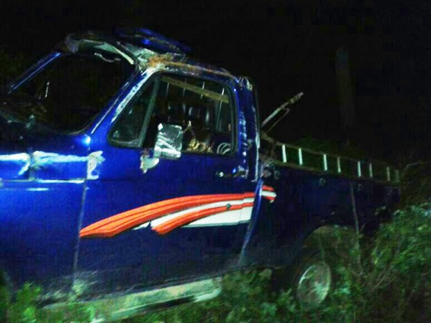 Estudantes eram transportados na carroceria da caminhonete (Foto: Divulgação/Ricardo Viana)