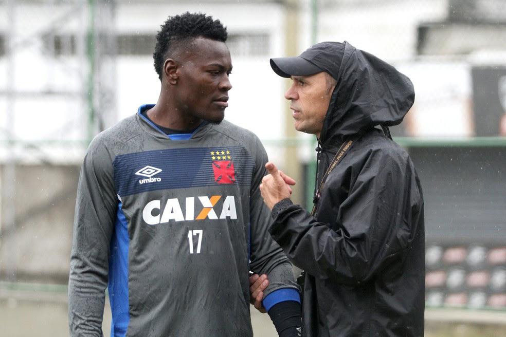 Paulão deve estreiar como titular no domingo (Foto: Paulo Fernandes/Vasco.com.br)