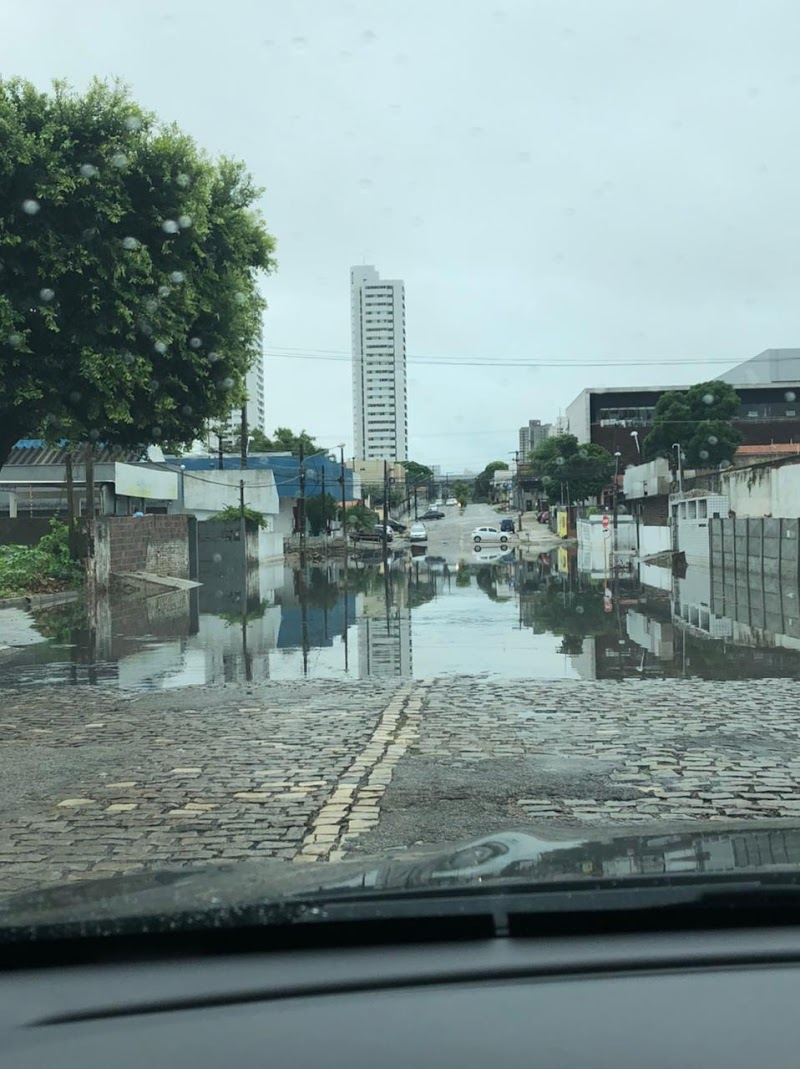 FOTO: Rua Dr. José Gonçalves com a Poty Nóbrega, no bairro Lagoa Nova, em Natal, não tem uma solução pela CAERN após anos