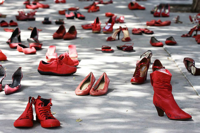 Scarpe rosse contro la Violenza sulle Donne.