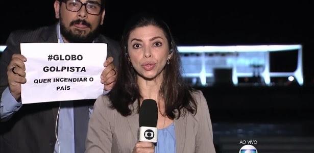 """Repórter do """"Jornal da Globo"""" foi surpreendida com cartaz"""