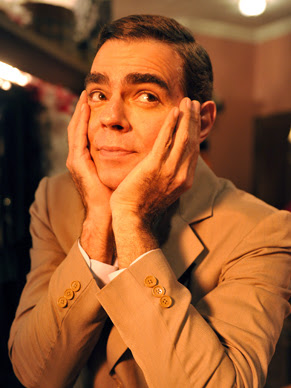 Nizo Netto interpreta Chico Anysio (Foto: TV Globo / Alex Carvalho)