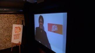 Puigdemont parla per videoconferència des de Brussel·les en la inauguració de la seu de campanya a Barcelona (Junts per Catalunya)