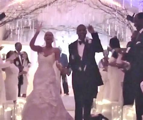 Beyonce Didn't Really Like Her Wedding Dress, Then   Look