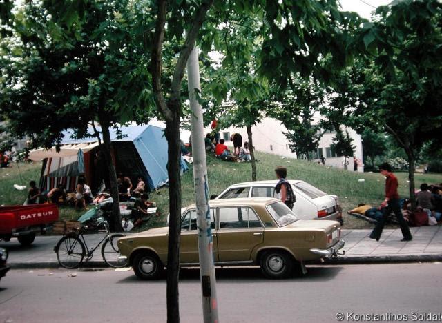 Οι σκηνές που στήθηκαν στους ανοιχτούς χώρους της πανεπιστημιούπολης.