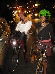 La pirata y la de cabellera verde.
