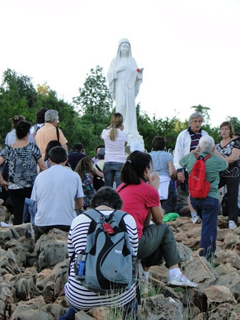 Podbrdo pilgrims praying 30th