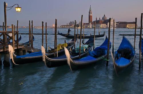 Gondole Sunset, Venezia, Italia. by pedro lastra