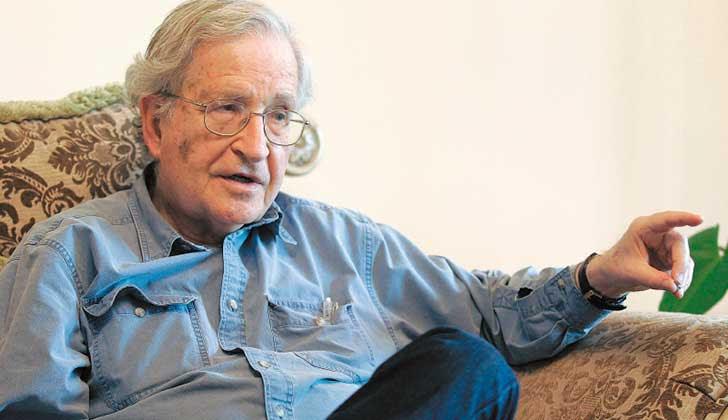"""Noam Chomsky: """"El neoliberalismo de EE.UU. sostiene que la libertad aumenta cada vez más, mientras que en la práctica aumenta la tiranía""""."""