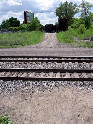 Informal Chatsworth crossing of rail tracks
