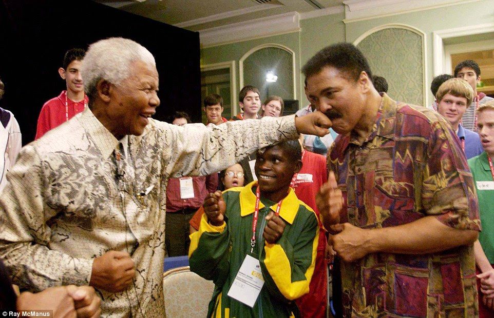 Ali comes face-to-face with former South African President Nelson Mandela in the Irish city of Dublin in 2003