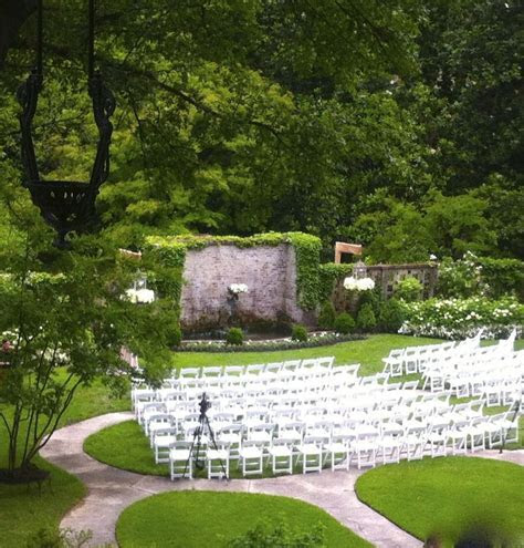 Outdoor Memphis wedding venue. Garden wedding. Annesdale