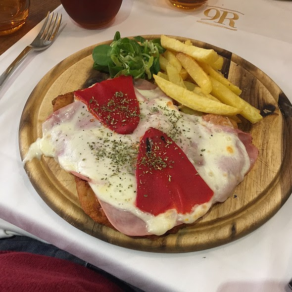 Milanesa De Pollo Napolitana @ Restaurant 9 Reinas - Sant Cugat