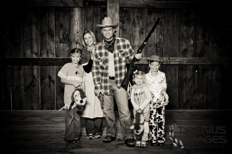 Western Family Picture Ideas Creative Family Portraits Tiberius