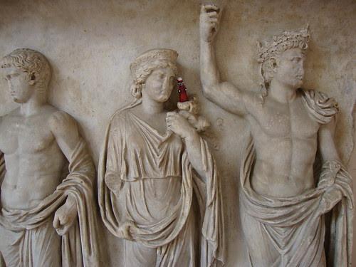 Ravenna statue with Poppet