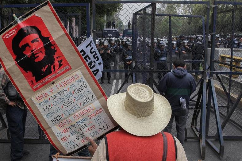 """The CNTE and unions joining the teachers in solidarity have denounced what they call """"state terrorism"""" and a criminalization of social protest meant to implement the broad-ranging, far-reaching neoliberal reforms."""