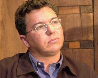 http://audienciadatv.files.wordpress.com/2009/04/boninho-oculosserio4361.jpg?w=