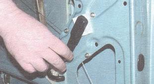 статья про Замена бокового стекла передней двери ВАЗ 2106