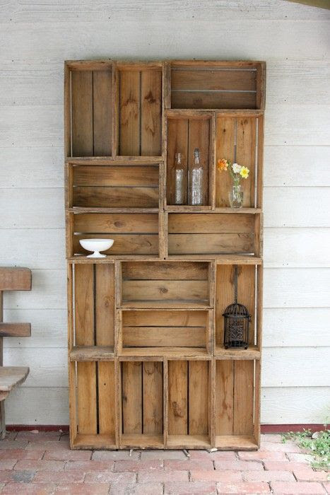 DIY I LOVE Pallets- this would be a great bookshelf!