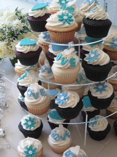 How Much Do Wedding Cupcakes Cost?   HowMuchIsIt.org