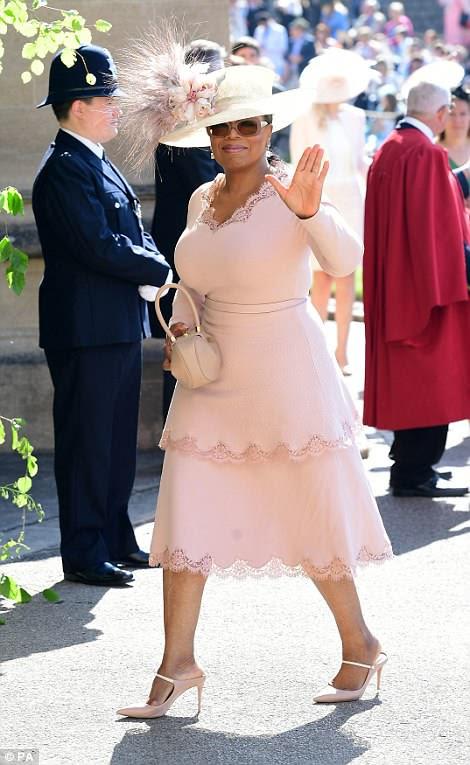 Oprah Winfrey ha hecho la lista de invitados y se la ve llegando a la Capilla de San Jorge en el Castillo de Windsor para la boda