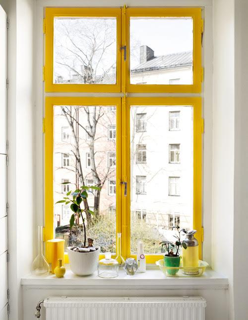 designmeetstyle: Celebre la vista.  El otoño trae sobre el tiempo para revisar sus ventanas y asegúrese de que estén bien sellados.  Esto también puede requerir unos cuantos retoques a su alféizar.  Si necesita retocar la pintura - ¿por qué ir a negro o blanco?  Ir para el color y llamar la atención a la arquitectura de su casa y la vista exterior.