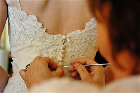 Tip: Crochet Hook for Your Wedding Dress   Sweetchic