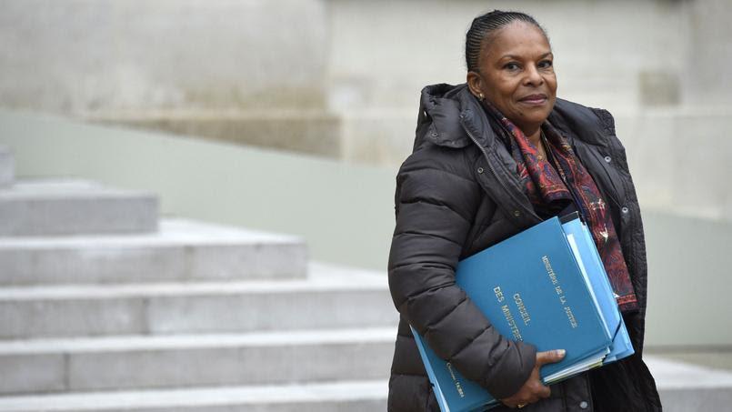 27 janvier 2016 - Après 3 ans, 8 mois et 11 jours passés au sein du gouvernement, Christiane Taubira remet sa démission au président de la République sur fond de désaccord sur la déchéance de nationalité. François Hollande accepte sa démission.