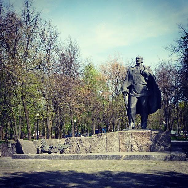 Памятник Янке Купалы в одноимённом сквере, недалеко от музея, посвященного автору. Один из лучших литературных музеев, который я посетил