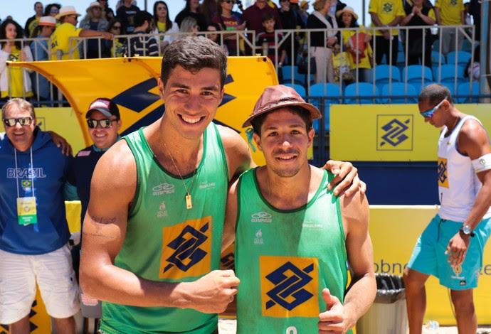 Álvaro e Saymon vencem etapa de Curitiba do Brasileiro de vôlei de praia (Foto: Matheus Vidal/CBV)