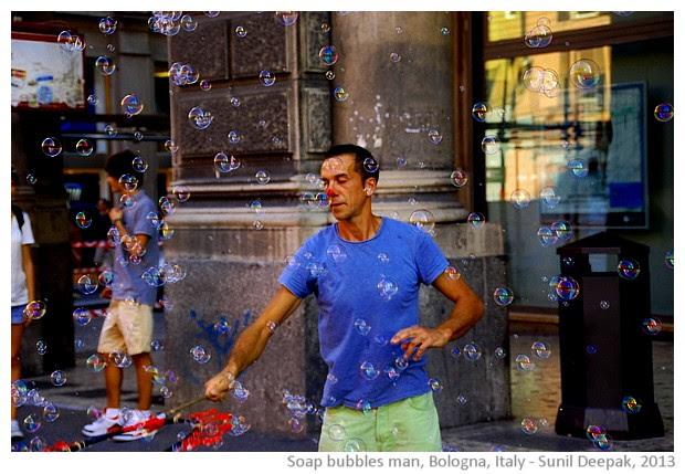 Soap bubbles man, Bologna, Italy - images by Sunil Deepak, 2013