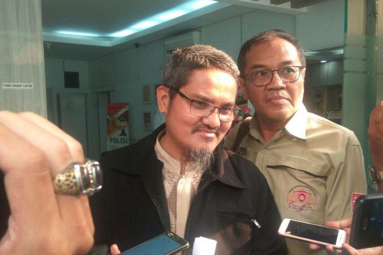 Jonru Ginting sebelum diperiksa di Mapolda Metro Jaya, Kamis (28/9/2017).