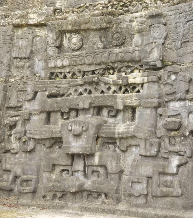 """Muro de pedra produzido pela civilização maia, em Belize (Foto: Divulgação/Douglas Kennett/""""Science"""")"""