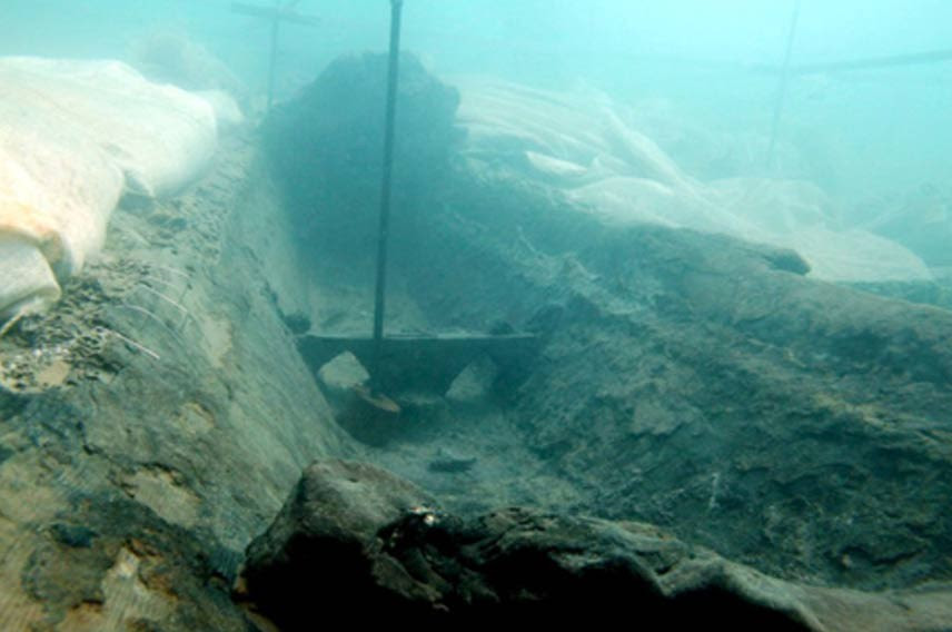 Navio que carregava o oricalco e naufragou a 300 metros do porto de Gela há 2600 anos (Foto: Reprodução)