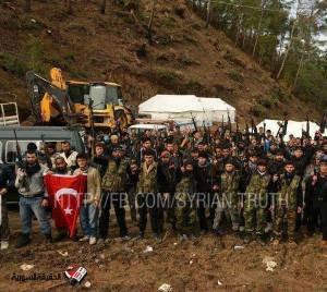 τζιχαντιστές από Κεντρική Ασία,Σαουδική Αραβία και Τσετσενία με την τούρκικη σημαία σε συριακά εδάφη